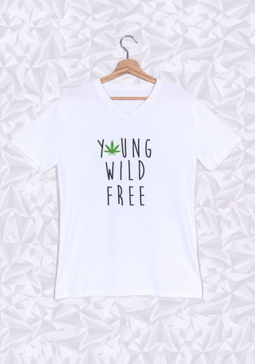 Young Wild and Free T-shirt Homme Col V